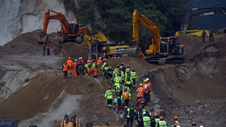 Rescue workers restart works in Santa Catarina Pinula municipality, some 15 km east of Guatemala City, on October 5, 2015, four days after a deadly landslide struck the village. At least 131 people were killed when massive mudslides buried scores of homes Thursday on the outskirts of Guatemala's capital city, as the death toll continues to climb. An estimated 300 people are still missing. AFP PHOTO / JOHAN ORDONEZ        (Photo credit should read JOHAN ORDONEZ/AFP/Getty Images)