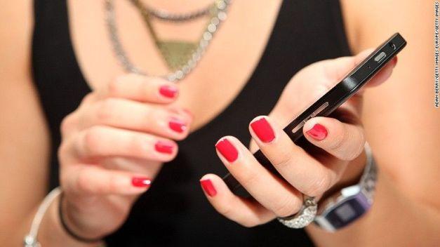 151204144020-woman-smartphone-exlarge-169
