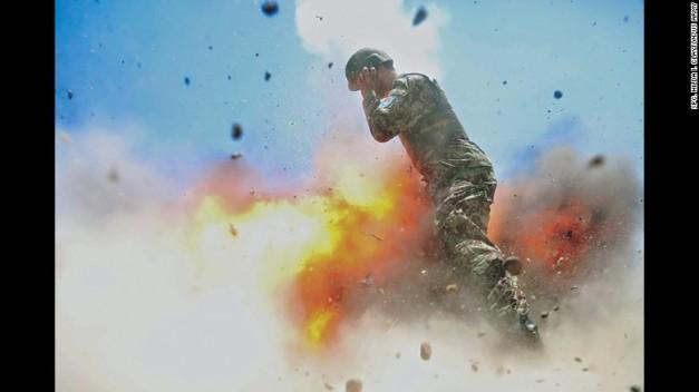 foto-explosiocc81n-soldado