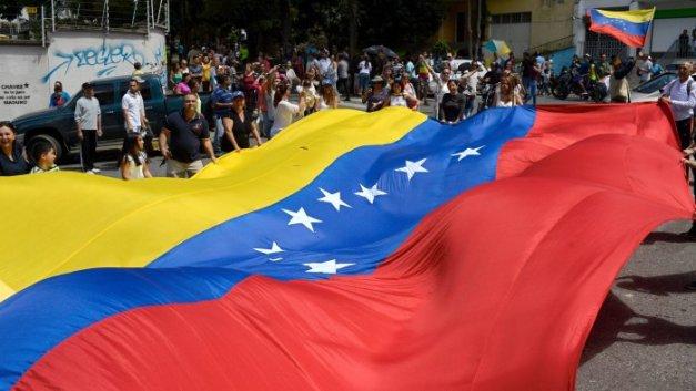170720133223-venezuela-flag-at-protest